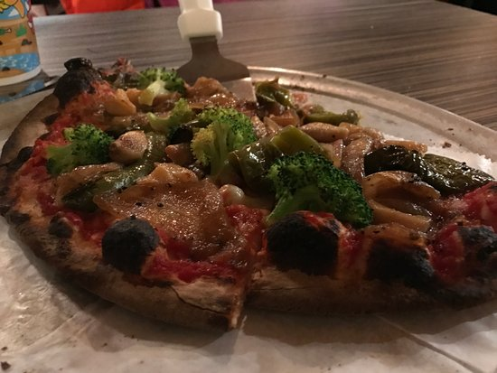 Grafton, MA: Thin Crust veggie Pizza