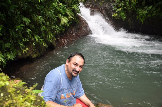 Parrita, Costa Rica: One of several waterfalls - cool water