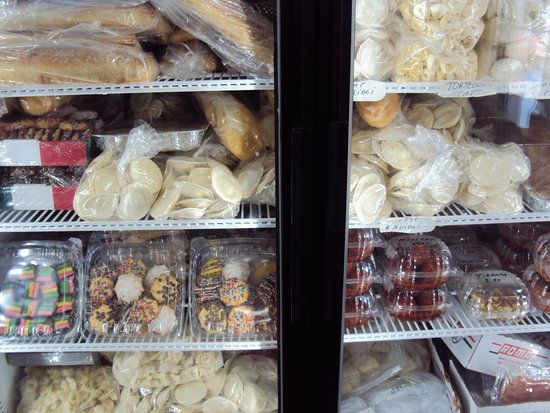 D'Aleo Deli: Bring a cooler to take home frozen food.