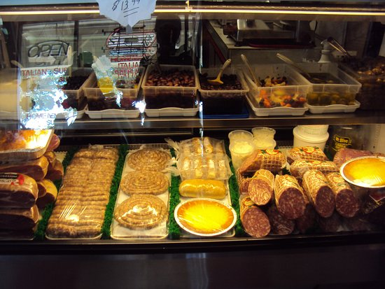 D'Aleo Deli: Great Italian food choices.
