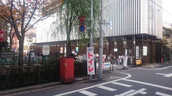 Ichiyo Museum: 一葉祭のときは、館内のトイレが混雑するんですかね