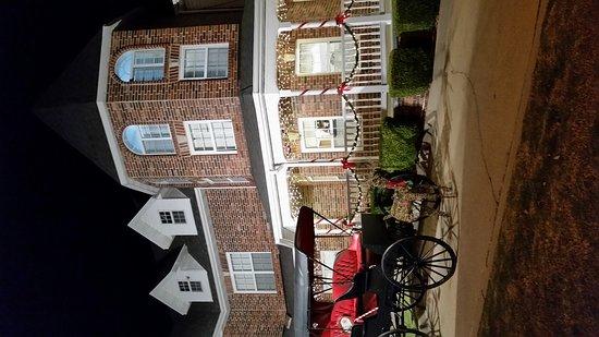Carriage House Inn: 20161117_194655_large.jpg