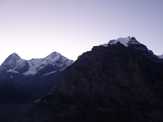 Eiger Guesthouse: Sunrise over the mountains as viewed from the room