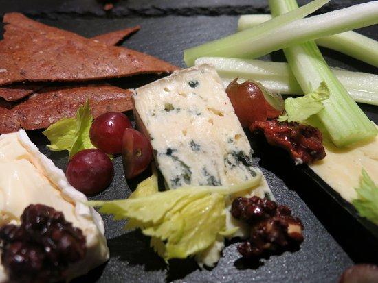 Deddington, UK: Cheese slate with caramelised walnuts and teff crackers