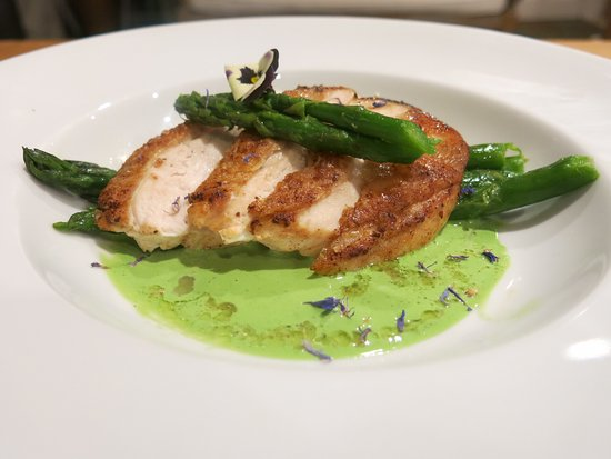 Deddington, UK: Pan fried chicken breast with garlic veloute and asparagus