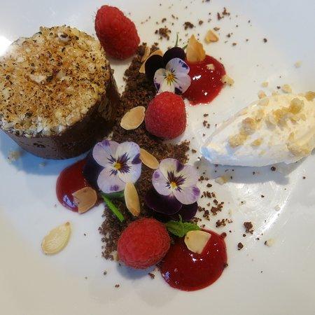 Deddington, UK: Chocolate torte with almonds & raspberries
