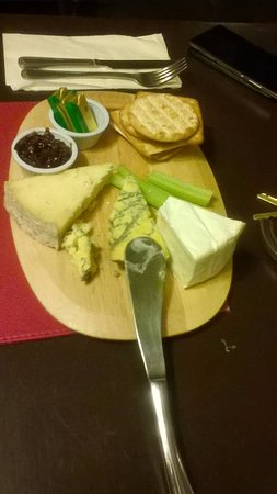 Clun, UK: cheese platter excellent