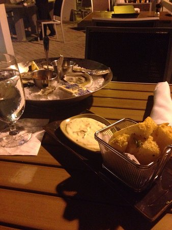 Harbourside Bar & Grill: Starters and sunset