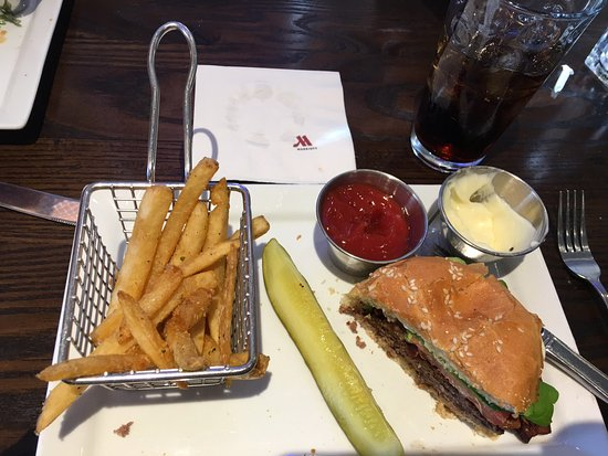Tampa Airport Marriott: Lunch