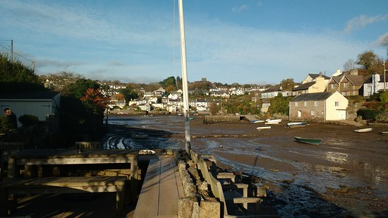 Noss Mayo, UK: Tides out view across the inlet