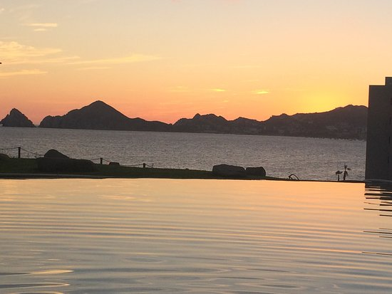 Misiones del Cabo : infinity pool ( no swim up bar, but better view!!!)