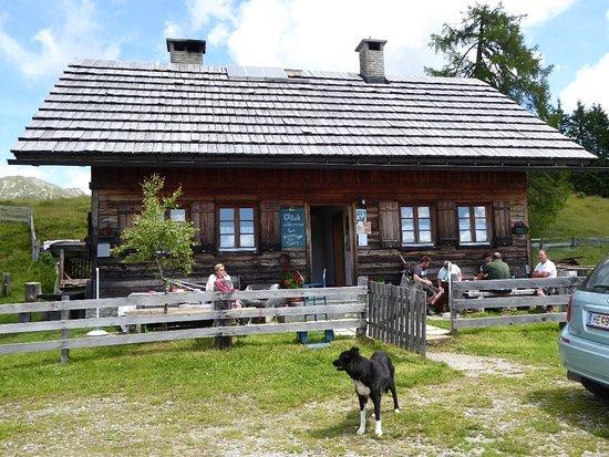 Reisacher-Joch Alm: Almgasthaus mit Blick ins Gailtal zu den Julischen Alpen