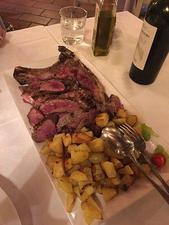 Calcinaia, Italia: Bistecca con patate