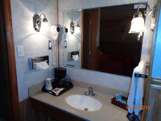 Seneca KS Starlite Motel Room Vanity Area
