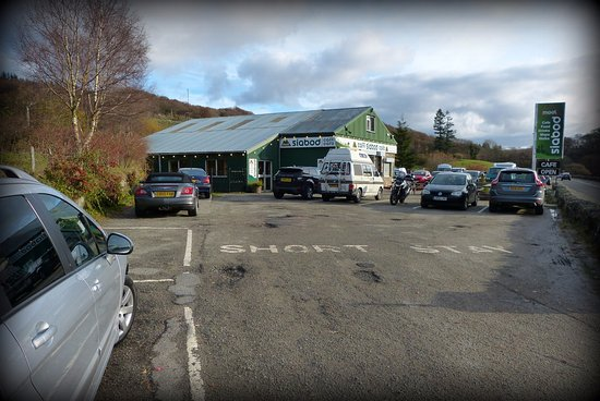 Capel Curig, UK: Ample FREE parking.