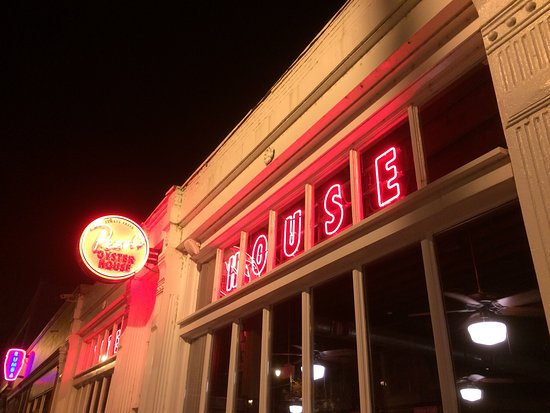 Pearl's Oyster House: photo2.jpg