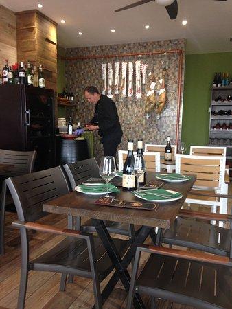 El local peque o pero decorado con muy buen gusto for Decorar restaurante pequeno