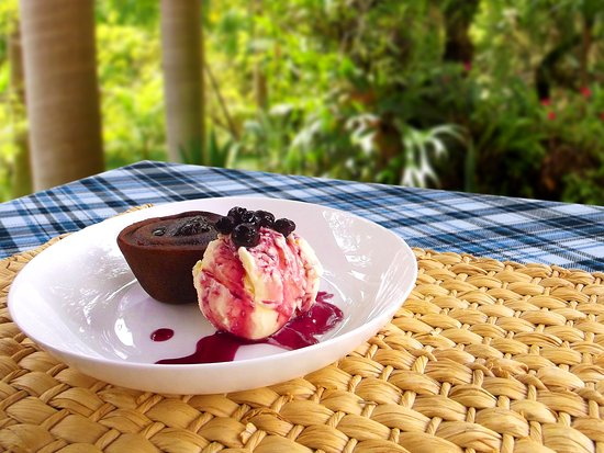 Cruzeiro, SP: Petit Gateau de Chocolate, Sorvete de Creme e Calda de Blue Berry