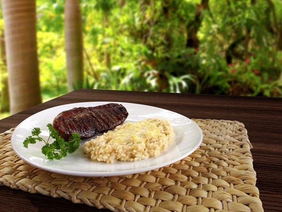 Cruzeiro, SP: Steak de Picanha Grelhado e Risotto de Queijo elaborado com caldo de carne natural.
