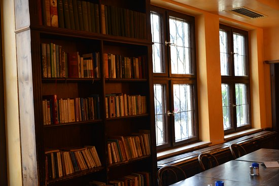 Cafe an der Uni (CADU): Library as decoration