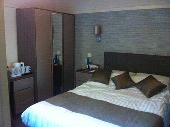 Very Modern Clean Bedrooms Picture Of Savoy Hotel Skegness Simple Clean Bedrooms