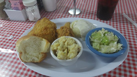 Madill, Оклахома: Country Kitchen fried chicken dinner w/ 3 sides