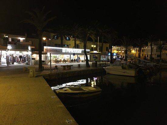Mysig restaurang som ligger i hamnen trevlig personal och god mat till bra pris