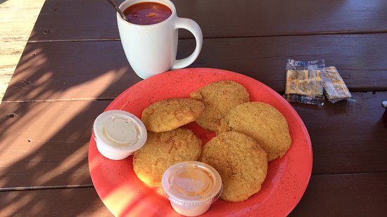 Oak Hill, FL: Fried green tomatoes and coconut fish with sweet potato fries