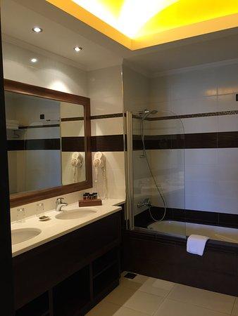Badkamer junior suite - Bild von La Marquise Luxury Resort Complex ...
