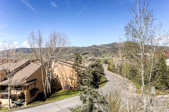 La Casa on the Mountain: View Example