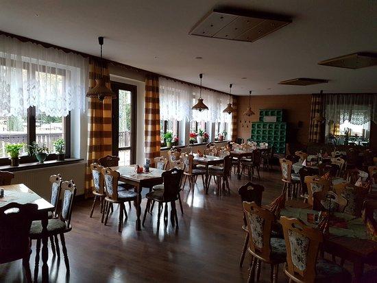 Neukirchen, Deutschland: Grosser Gesellschaftsraum mit Aussgang zum Biergarten