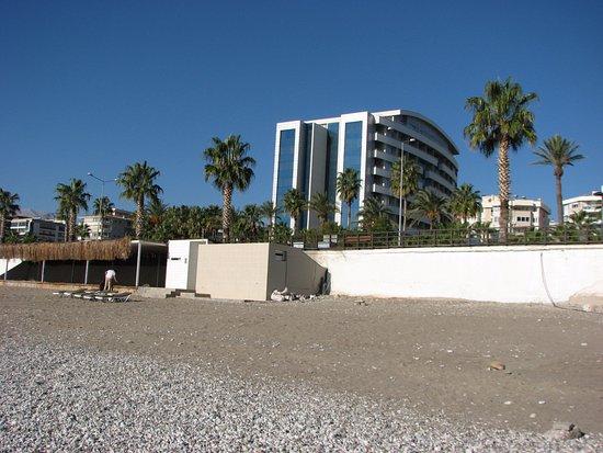 Porto Bello Hotel Resort & Spa: Pohled z pláže