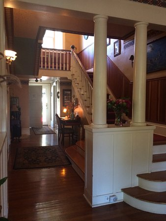 Calderwood Inn: Entry Hall