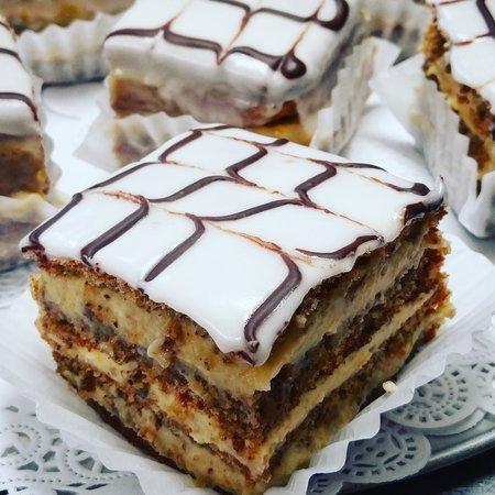 DeBary, FL: Hungarian Walnut Cake
