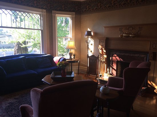 Calderwood Inn: Living Room