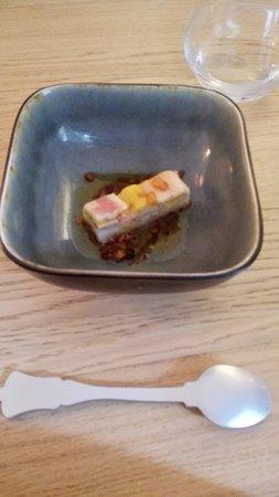 Gennes, ฝรั่งเศส: L'amuse bouche de riz collant et poisson mariné