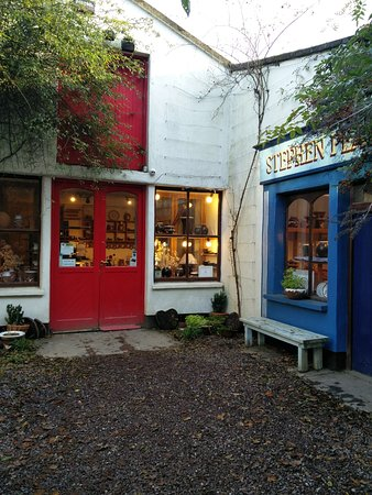 Shanagarry, ไอร์แลนด์: Stephen Pearce Shop and Cafe - Cutest shop front