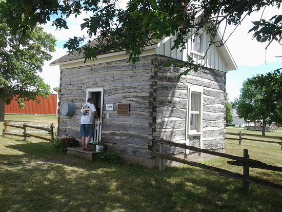 Madison, Dakota del Sur: Log cabin from the 1800's
