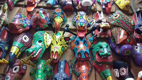 Mercado de Artesanias : Mascaras tipicas custam em torno de 100 qutzales