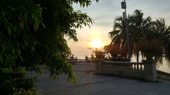 Everly Resort: View from garden