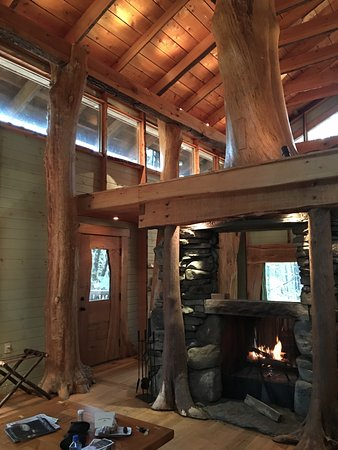 Morris, CT: Woodlands Cottage with a two-sided wood burning fireplace