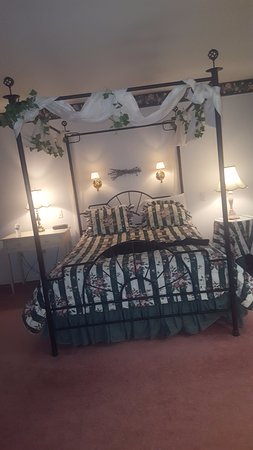 Cresco, PA: Canopy Bed