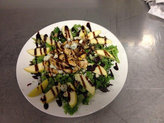 Bellevue, OH: Apple Walnut Salad with Chicken