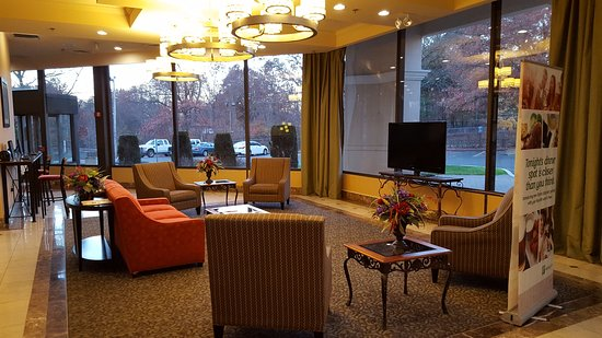 Enfield, CT: Lobby