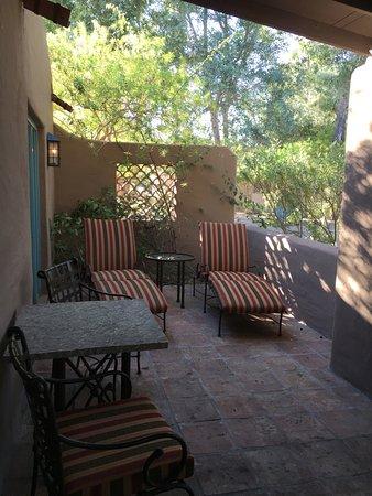 Hermosa Inn: Patio of Room 108