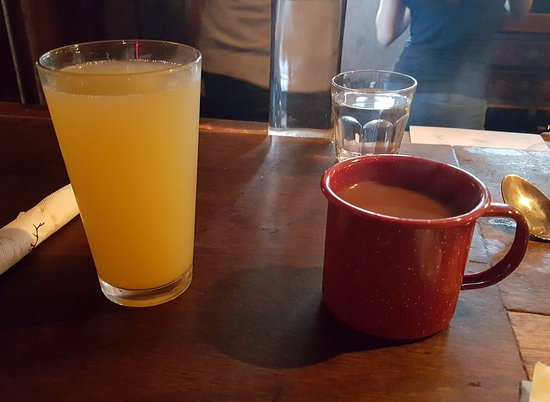 Agoura Hills, Kaliforniya: Mimosa and Coffee - served in tin mug