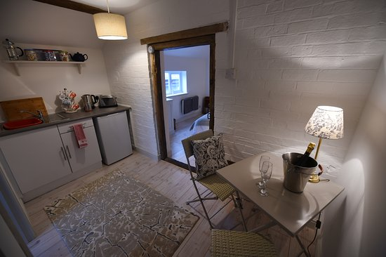 Shipston on Stour, UK: The Granary - kitchenette