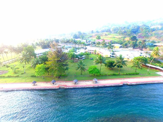 Alotau International Hotel: Ariel view of the Hotel's sea front