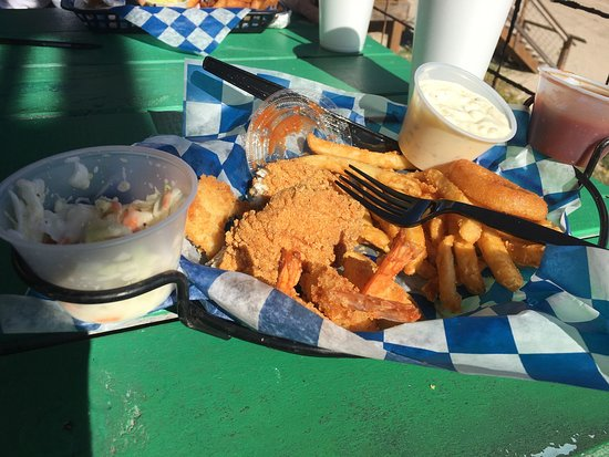 Surfside Beach, TX: Fried catfish n shrimp ...yummy