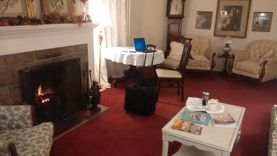 Telegraph House Hotel: The not-TV sitting room with fire and coffee.